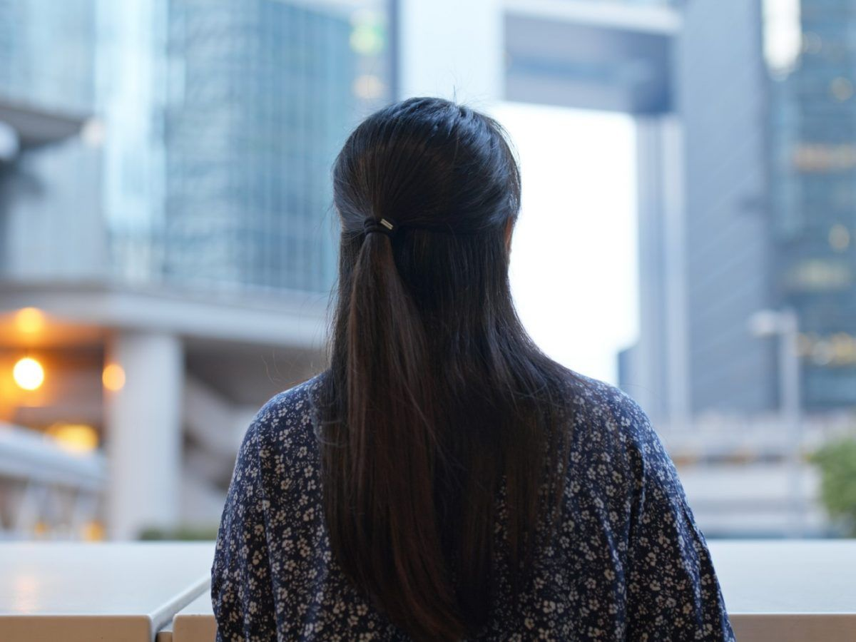 woman-look-around-in-city-business-corporate-tower-HZXJ4YC